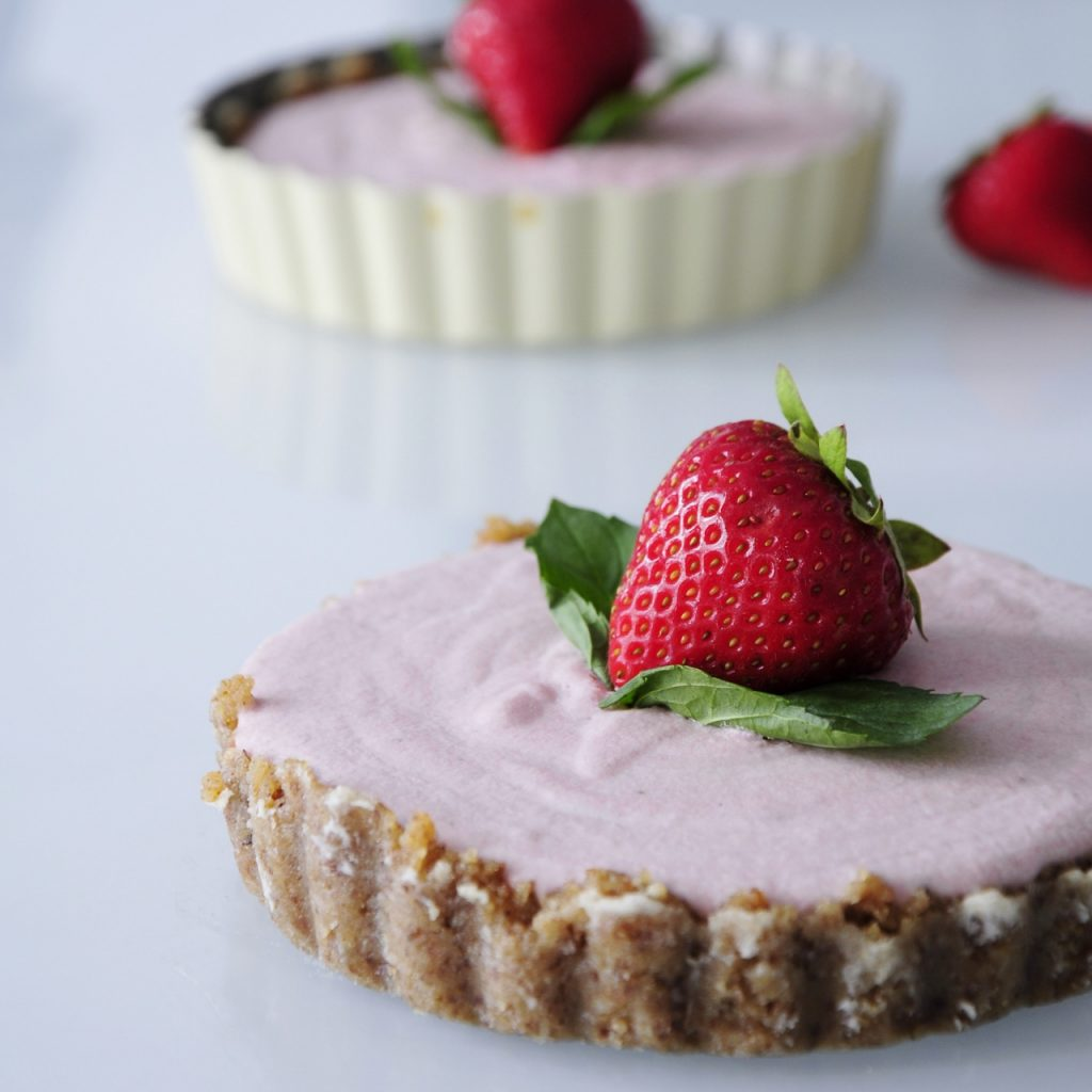 Mini Vegan Strawberry Cheesecake Recipe - Vegan Family Recipes #dessert #glutenfree #paleo