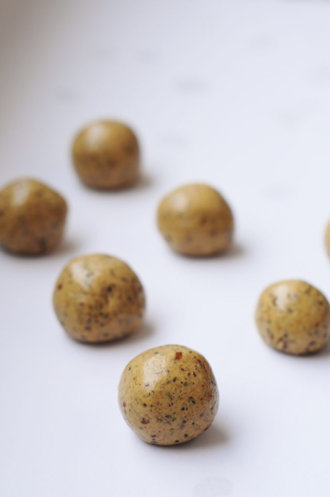 Peanut Butter Protein Balls Recipe with Chia Seeds - Vegan Family Recipes #snack #health #glutenfree