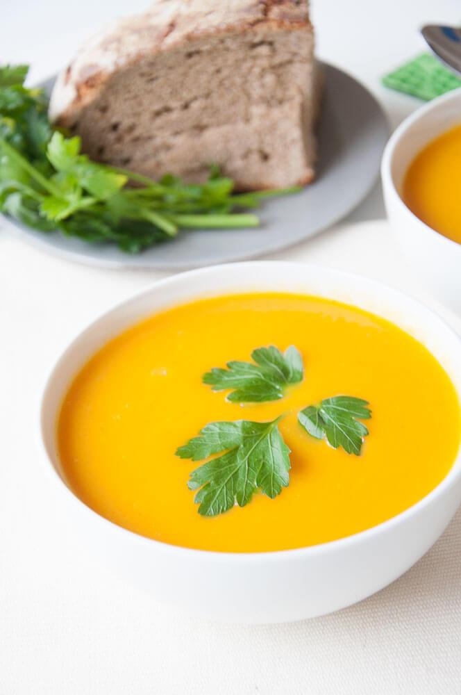 Easy Vegan Carrot Soup with Ginger - Vegan Family Recipes #vegetarian #health #glutenfree