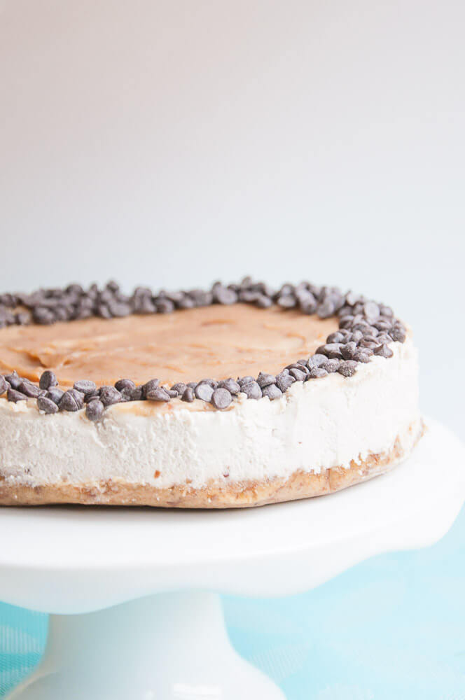 Vegan Caramel Cheesecake Recipe - Vegan Valentine's Day Recipes #Dessert #vday #gf