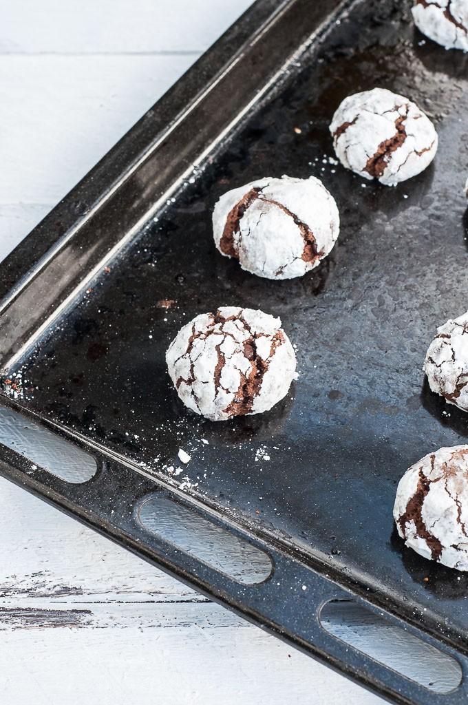 Vegan Chocolate Mint Crinkle Cookies Recipe - Vegan Family Recipes #christmas #recipe