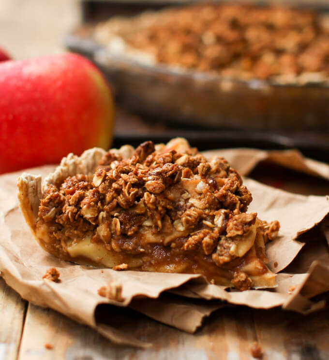 Caramel Apple Crumble Pie Recipe - Holiday Pie Round-up