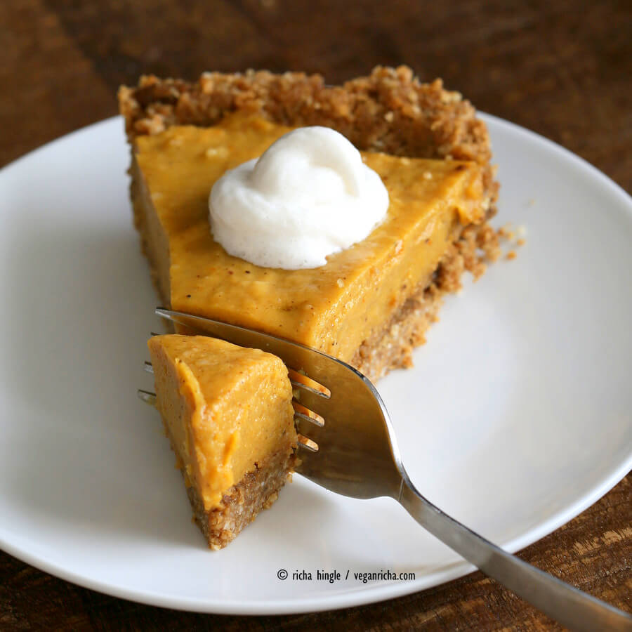 No Bake Vegan Pumpkin Pie Recipe - Holiday Pie Round-up