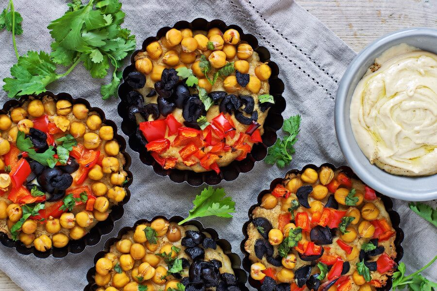 Vegan Hummus Pizza Tartlets - Vegan Snacks for Teens & Kids #healthy #gf #snack