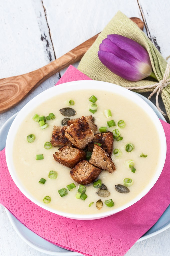 Vegan Potato Leek Soup Recipe with homemade whole wheat croutons and scallions | VeganFamilyRecipes.com | #healthy #potatoes
