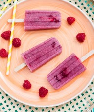 Creamy Chia Raspberry Popsicles that are easy to make and super delicious! #vegan# dairyfree #healthy