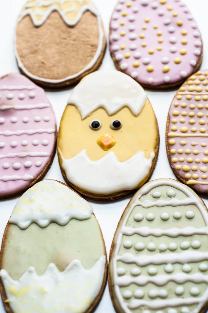 Vegan Easter Cookies Recipe with Naturally colored icing - Vegan Family Recipes #spring #dessert