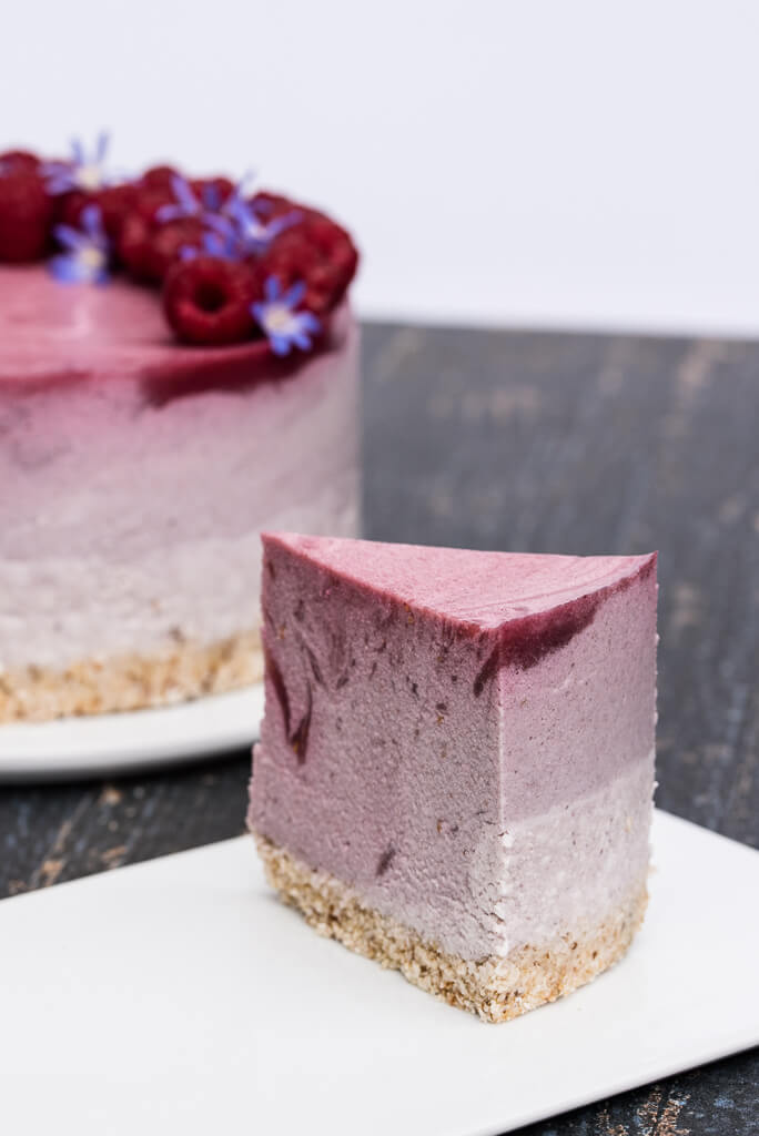 Vegan Raspberry Cheesecake Recipe /// VeganFamilyRecipes.com /// #cleaneating #glutenfree