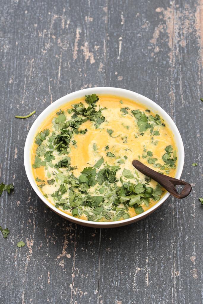 Coriander Carrot Soup Recipe Vegan Gluten-free /// VeganFamilyRecipes.com #healthy #dairyfree